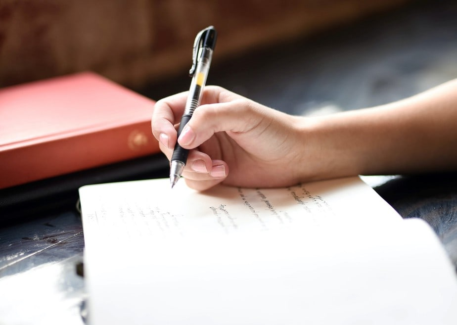 taking-notes-in-journal-what-is-a-freelance-writer